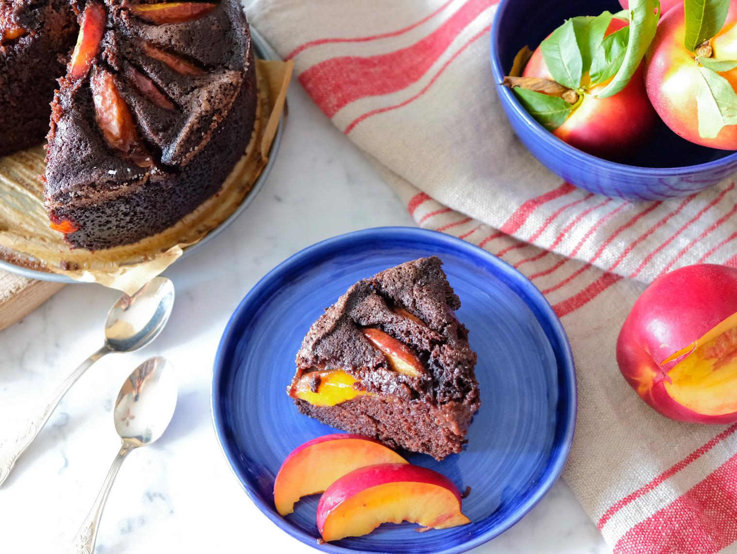 Torta morbida cioccolato e pesche